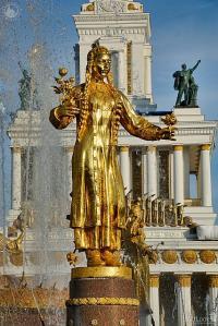 Statue of Turkmenia